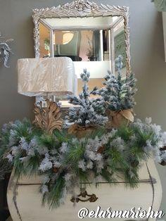 Decoración Navideña, árboles nevados, guirnaldas, espejo. Christmas Decos, Snowy trees, wreaths, mirror