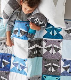 How To Make A Racoon Quilt Joanns paper piecing racoon from October CircularRacoon Quilt Blanked for ChristmasRaccoon Quilt Free Pattern designed by JoAnn FabricsWe have assembled 100 free patterns for baby and toddler quilts! Quilt Baby, Baby Boy Quilt Patterns, Quilt Patterns Free, Free Pattern, Baby Quilts For Boys, Twin Quilt Pattern, Kid Quilts, Amish Quilts, Quilting Projects