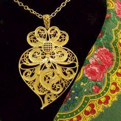 Portuguese Folk gold filigree Viana heart necklace Coração De Viana, Ouro E  Prata, Joias 591688ca4c