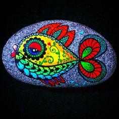 Pebble Painting, Dot Painting, Pebble Art, Stone Painting, Rock Painting Patterns, Rock Painting Ideas Easy, Rock Painting Designs, Stone Crafts, Rock Crafts