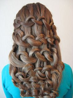 Her hair is so cool :o Fancy Hairstyles, Braided Hairstyles, Wedding Hairstyles, Amazing Hairstyles, Hairdos, Hair Knot, Knot Braid, Simple Ponytails, Hair Shows