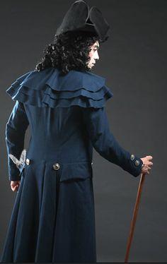 Pre-regency Gentleman's Greatcoat 1780's France  from http://www.chenillesetpapillons.com/