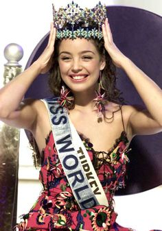 Turkey - Turkije (Miss World Turkey - Azra Akin) Beauty Full Girl, Beauty Women, Ankara, Miss Monde, Miss World 2000, World Winner, Miss Teen Usa, Miss India, Arab Girls