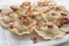 Pierogi Z Watrobka Polish Recipes, Polish Food, Delicious Dinner Recipes, Dumplings, Baking Recipes, Good Food, Food And Drink, Favorite Recipes, Dishes
