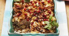 Husmanskost när den är som bäst! Servera kålpuddingen med gräddsås, lingon och kokt potatis.
