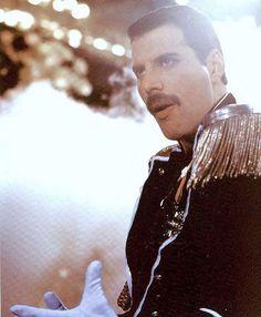Freddie Mercury, Legend