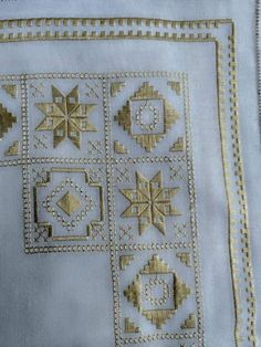 Tambour Embroidery, Hand Embroidery Videos, Hardanger Embroidery, Hand Embroidery Stitches, Hand Embroidery Designs, Broderie Bargello, Bordado Popular, Cross Stitch House, Swedish Weaving