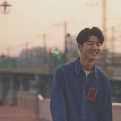 How does he not have a girlfriend he's literally boyfriend material! Kim Hanbin Ikon, Ikon Kpop, Suho, Nct, Ikon Leader, Ikon Debut, Ikon Wallpaper, Double B, Yg Entertainment