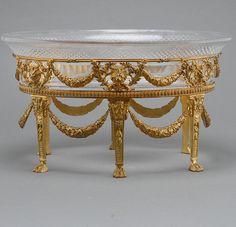 Centro de mesa ou Jardiniere em bronze do sec.19th, 42cm, 3,510 USD / 3,200 EUROS / 13,230 REAIS / 22,230 CHINESE YUAN soulcariocantiques.tictail.com