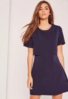 Cette robe casual chic conviendra aussi bien pour le bureau que pour se poser en terrasse après. On aime sa coupe évasée flatteuse et son design double épaisseur.