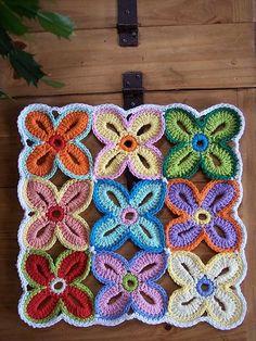 patrón libre encantador para Hawai Flores. Unirlas como usted quiera ... Creo que esto es una agarradera.
