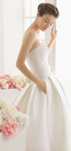 Dive into the newest Aire Barcelona Wedding Dresses. This 2016 bridal collection is simply divine. Aire Barcelona Wedding Dresses, 2016 Wedding Dresses, Wedding Dress Styles, Wedding Gowns, Satin Duchesse, Romantic Wedding Colors, Queen Dress, Ivoire, Bridal Collection