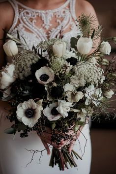 Hochzeitstorten gross Wild bohemian bouquet featuring white hellebores, black roses, tulips, peonies and Queen Annes lace Black Wedding Cakes, Green Wedding, Fall Wedding, Wedding Colors, Wedding Flowers, Wedding Cupcakes, Wedding White, Lace Bouquet, Bride Bouquets