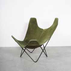 Sold: Butterfly lounge chair by Jorge Ferrari Hardoy for Knoll, Design Furniture, Furniture Styles, Chair Design, Modern Furniture, Harry Bertoia, Eames, Ferrari, Butterfly Chair, Take A Seat