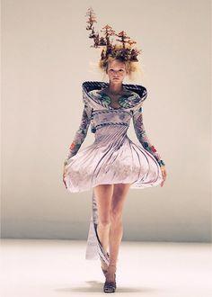 Gemma Ward | Alexander McQueen 2005 Repinned by www.fashion.net