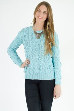 SWEATER SUMMER BELLOTAS Sweater al cuerpo, cuello base. Diseño  bellotas, Rombos y trenzas que acompañan Composición: 50% Algodón, 50% Acrílico Colores: Piscina