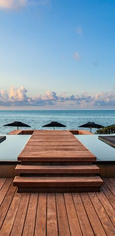 New upscale option in Cancún, with Asian-inspired design, two beaches, six restaurants and a top spa.