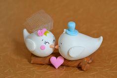 Topo de bolo de casamento para os casais mais apaixonados no modelo passarinhos - da série Little Birds. Um amor para enfeitar o seu bolo de casamento ou noivado!