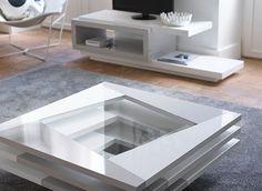 Table de salon carrée. La table basse est en laqué blanc et gris Dessus : verre trempé 5 mm Socle : panneau de fibres moyenne densité laqué blanc brillant.  Disponible sur www.luniversinterieur.com
