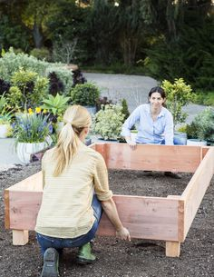 Weekend DIY: Easy Steps For How to Build a Raised Garden Bed - Sunset - Step-by-Step guide for building the ultimate raised beds - Building A Raised Garden, Raised Garden Beds, Raised Beds, Raised Gardens, Backyard Projects, Garden Projects, Garden Boxes, Vegetable Garden, Garden Planters