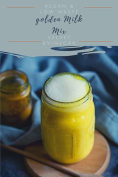 Prepare golden milk in the shortest time possible with fresh spices? This turmeric latte spice mix is the perfect choice to prepare one within 5 minutes. Quick Recipes, My Recipes, Vegan Recipes, Cocoa Tea, Golden Milk, Latte, Spice Mixes, Healthy Drinks, Turmeric