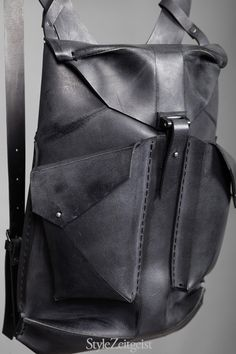 Omtura Taschen | StyleZeitgeist Magazin Cool Backpacks, Leather Purses, Leather Handbags, Leather Bags, Rucksack Backpack, Leather Backpack, Anti Theft Backpack, Fashion Bags, Back Bag