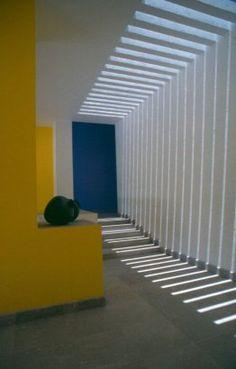 Gamba House, Queretaro, Mexico  by: Bosco Arquitectos.    Love how shadow/ non shadow makes the pathway