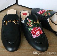 b0ea3b9a8 2017 marca chinelos mulheres muletas de couro genuíno plana mulas sapatos  de metal cadeia sapatos casuais mocassins moda chinelos ao ar livre  senhoras verão ...