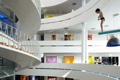 まるで美術館のようなデンマークはコペンハーゲンの銀行、「サクソ銀行の紹介」
