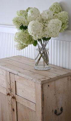 old English pine cupboard with hydrangea Love Flowers, Fresh Flowers, White Flowers, Beautiful Flowers, White Hydrangeas, Farmhouse Design, Farmhouse Decor, Limelight Hydrangea, Coastal Style