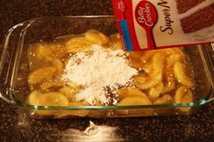 Super easy Apple Crisp Recipe - Pour Apple Pie Filling in Pan and Top With Cake Mix Köstliche Desserts, Delicious Desserts, Dessert Recipes, Yummy Food, Apple Dump Cakes, Dump Cake Recipes, Spice Cake Mix Recipes, Apple Crisp Easy, Apple Crisp Recipes