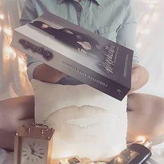 CHRISTINE ANNE COLMAN (@christine_anne_colman) • Instagram-fényképek és -videók Bookstagram, Personal Care, Beauty, Instagram, Self Care, Personal Hygiene, Beauty Illustration