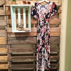 Floral flirt dress #frankieandjules #fnjstyle #shopfnj #shopkc #ootd #whatimwearing #whatiworetoday #whatimwearingtoday #outfitinspo #outfitinspiration #palletproject #floral #flirt #70sstyle #boutiquestyle #bloggerbabe #boho #boutiqueshopping #shopsmall #kc #kansascity #supportlocal #weddingshowers #ido #graparties
