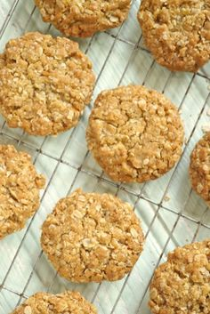 Oaty biscuits A perfect snack or accompaniment to a hot drink… Baking Recipes, Cookie Recipes, Dessert Recipes, Vegaterian Recipes, Pudding Recipes, Baking Ideas, Dinner Recipes, Oaty Biscuits, Oat Biscuits Healthy