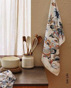 Изображение товара КУХОННОЕ ПОЛОТЕНЦЕ С ЦВЕТОЧНЫМ ПРИНТОМ (НАБОР ИЗ 2 ШТ.) Interior, Printed Tea Towel, Towel, Tea Towels, Home Decor, Floral Prints, Zara Home, Woven Wood, Kitchen Accessories
