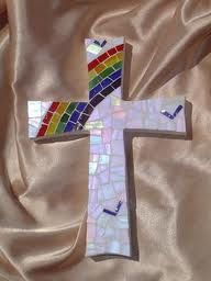mosaic cross - Google Search Mosaic Projects, Projects To Try, Mosaic Ideas, Fused Glass, Stained Glass, Crafts Beautiful, Beautiful Things, Mosaic Crosses, Cross Art