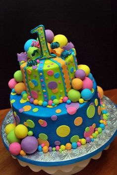 Bubbles and Balls birthday cake. make this cake with pink Pretty Cakes, Cute Cakes, Beautiful Cakes, Amazing Cakes, Decors Pate A Sucre, 1st Birthday Cakes, Bubble Birthday, 1 Year Old Birthday Cake, Fruit Birthday