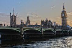 Gleich 3 der wichtigsten Sehenswürdigkeiten in London auf einem Foto: der berühmte Big Ben, Westminster Abbey und die Westminster Bridge. Die Zeit bis zum nächsten Städtetrip nach London lässt sich überbrücken, indem man hier schon mal nach passenden Angeboten sucht: https://www.travelcircus.de/staedtereisen-london #london #bigben #westminsterabbey