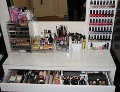 Great make-up set up especially love the dressing table - Ikea Malm    http://www.theglamandglitter.com/2012/02/make-up-storage.html?utm_source=feedburner_medium=feed_campaign=Feed%3A+GlamAndGlitter4ever+%28Glam+and+Glitter+4Ever%29_content=Google+Reader