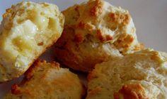 Psst... vous connaissez les petits pains chauds à Mimi? On croirait qu'ils sortent de la boulangerie! Four, Cauliflower, Biscuits, Muffin, Dairy, Baking, Vegetables, Breakfast, Desserts