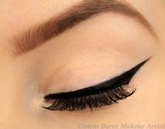 5 Tips on How To Achieve Perfect Freestyle Winged Eyeliner