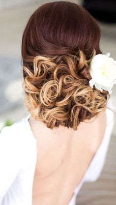 Wedding Hairstyle : Picture Description Featured Hairstyle: Elstile; www.elstile.com - #Hairstyles https://weddinglande.com/hairstyles/wedding-hairstyle-featured-hairstyle-elstile-www-elstile-com-26/