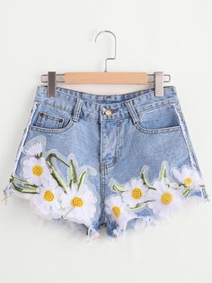 Shop Sunflower Appliques Ripped Frayed Hem Denim Shorts at ROMWE, discover more fashion styles online. Painted Shorts, Painted Jeans, Painted Clothes, Grunge Style, Soft Grunge, Tokyo Street Fashion, Sunflower Shorts, Ripped Jean Shorts, Diy Clothes Refashion