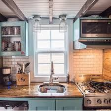 Best Tiny House Kitchen and Small Kitchen Design Ideas Tiny House Blog, Best Tiny House, Tiny House Living, Tiny House Plans, Tiny House Design, Small Kitchen Layouts, Small Space Kitchen, Compact Kitchen, Narrow Kitchen