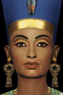 """As mulheres da antiga Mesopotâmia esmagavam pedras semipreciosas para destacar os lábios e até mesmo passa-las ao redor dos olhos. As mulheres gregas usavam uma raiz vermelha chamada """"polderos"""" misturada com cerato de mel para dar um aspecto mais saudável e úmido aos lábios.  As egípcias criaram um corante vermelho feito a partir de algas marinhas, iodo e bromo..."""