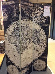 Planisphère paravent en guise de fond photo