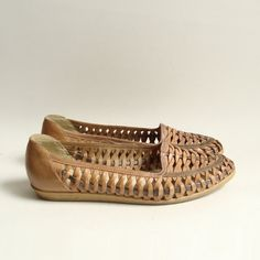 vintage 80s 1980s huarache woven leather flats size 7.5 $29 by Old Baltimore Vintage on Etsy