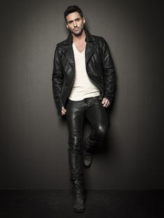 Leather jacket & jeans. Daily fashion inspiration, follow http://pinterest.com/pmartinza