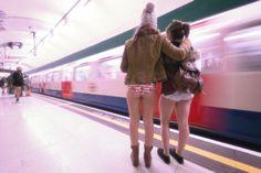 metro-slip-tuttacronaca https://tuttacronaca.wordpress.com/2014/01/12/la-corsa-in-metro-senza-pantaloni/