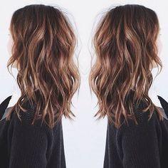 Medium-Layered-Wavy-Hairstyle
